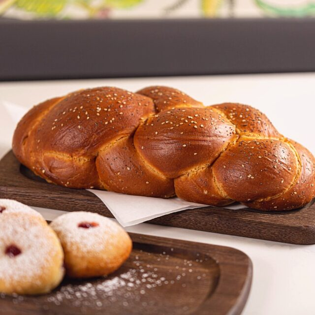 Challah back now, y'all... Preorders for our special Hanukkah dinner are LIVE! Head to the *Link in Bio* to order yours for pick-up on your choice of date between December 10th and 18th. 🕎  #sweettooth #bakery #sonomacounty #santarosa #takeout #curbsidepickup #localeats #patiodining #outdoordining #dinelocal #santarosafood #railroadsquare #foodcommunity #grossmans #takeout #visitus #Jewishcuisine #Hanukkah