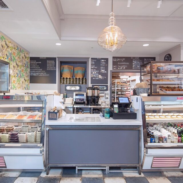 You head on up to the counter, and... What do you get? 🤔 . . . #bagelsandwich #bagels #food #bakery #sonomacounty #santarosa #takeout #curbsidepickup #localeats #dinelocal #santarosafood #railroadsquare #foodcommunity #takeout #visitus #Jewishcuisine #newyorkdeli #SonomaCountyEats #patiodining #cookies