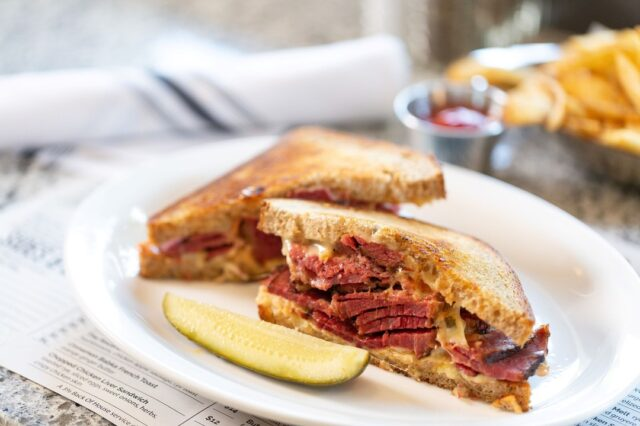 What's a go-to  order that brings all the nostalgic feels? Sometimes a classic deli sandwich can really bring you back. Our Reuben Sandwich reminds us of afternoon lunches with Bubbie! . . . 📸 @lorenh_photography  #reuben #cornedbeef #jewishdeli #jewishcuisine #GrossmansDeli #bakery #sonomacounty #santarosa #takeout #localeats #dinelocal #santarosafood #railroadsquare #foodcommunity #takeout #visitus #Jewishcuisine #newyorkdeli #SonomaCountyEats #RailroadSquare